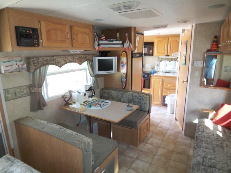 Vardagsrum / matsal rum med kök utöver