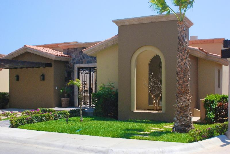 Villa 110 - front