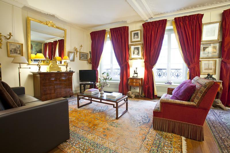 Luxury, Calm & Elegance in the heart of the Champs-Elysées -915 sq. feet, location de vacances à Paris