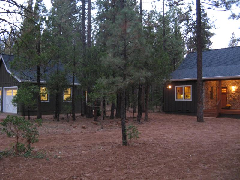 Beautiful home in the woods, Burney, California, holiday rental in Burney