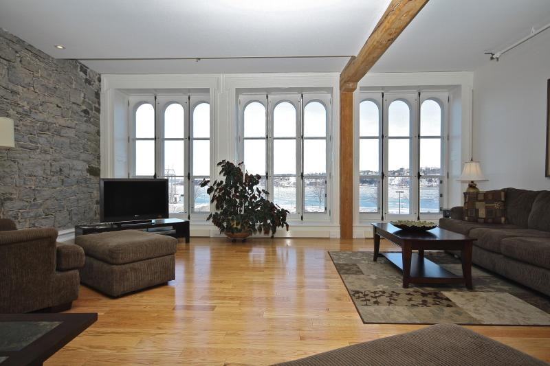 Living area with view of St-Laurence river