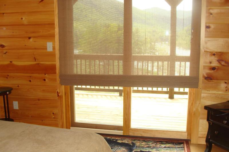 Alle kamers hebben glazen deuren die open te stellen kant van het meer. Zo kunt u stap buiten op elk gewenst moment.