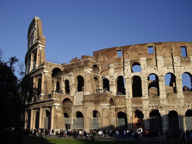 Colosseum: 10 minutes from nearby Metro station of Piazza Bologna