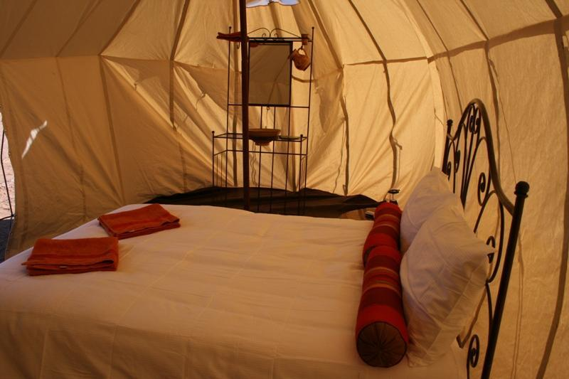 Double-bedded tent