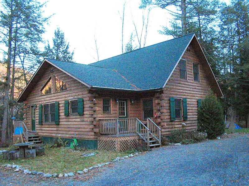 Hillhouse Log Cabin, holiday rental in Chatham