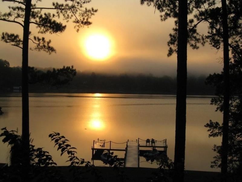 Lake Sinclair A-frame, Wi-Fi, Waterfront 3Bed/2BA, vacation rental in Milledgeville
