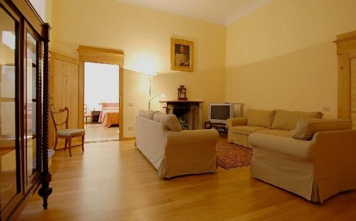 Flat Federika Large apartment to rent in the center of Florence, vacation rental in Florence