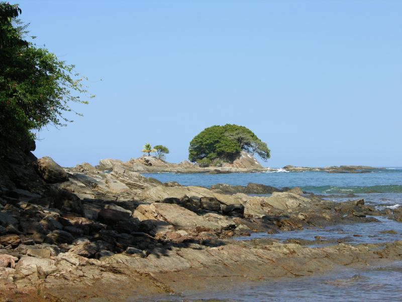 Tree Island near Punta Domincal - Hike out ther eat low tide