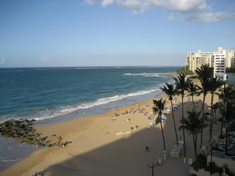 Oceanfront Condado Studio Apartment w/ Parking, holiday rental in San Juan
