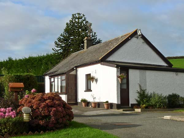 SILVER STRAND COTTAGE, pet friendly, with a garden in Wicklow Town, County, location de vacances à Brittas Bay