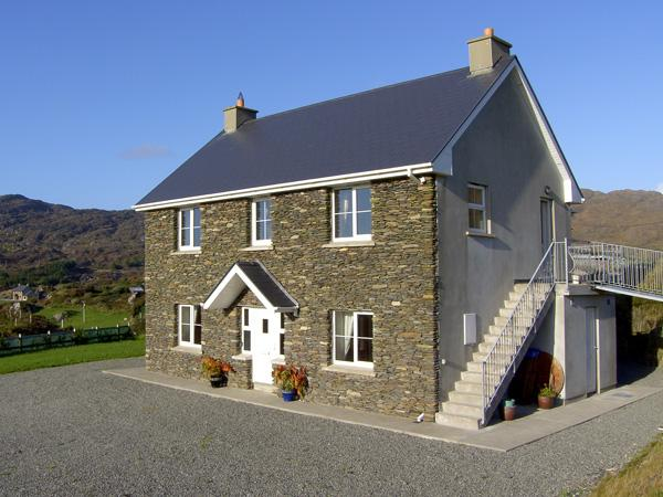 ALLIHIES LODGE, family friendly, with a garden in Allihies, County Cork, Ref, holiday rental in Castletownbere