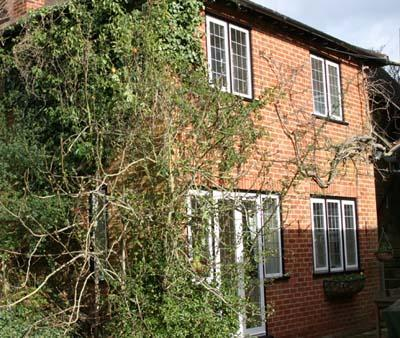 Thieves Garden - Serviced, Self Catering Apartment, holiday rental in Knowl Hill