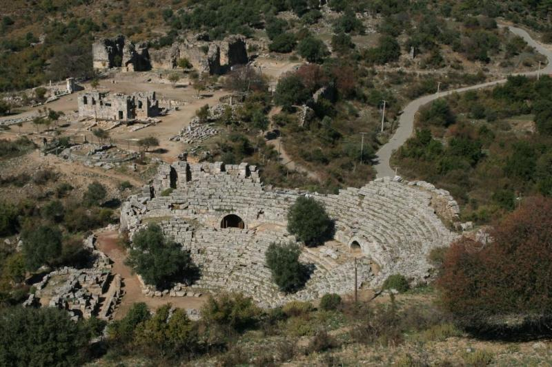 Ville en ruines Kaunos simplement prendre la barque de l'autre côté du fleuve.
