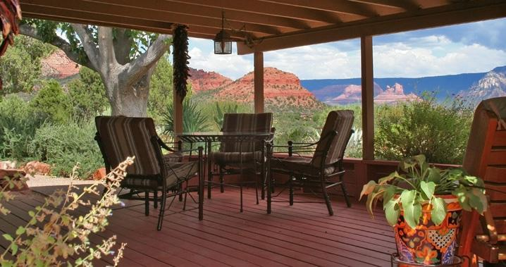 The spacious deck looks out on to the full expanse of Sedona's eastern & southern horizons