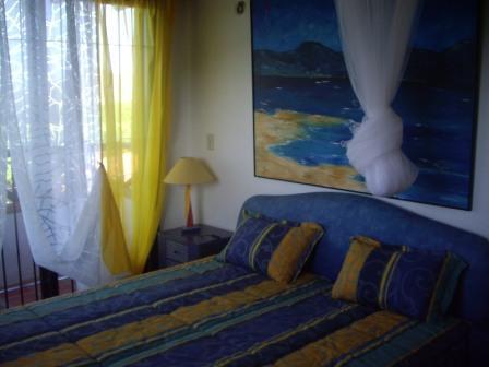 Bedroom with Queensize-Bed