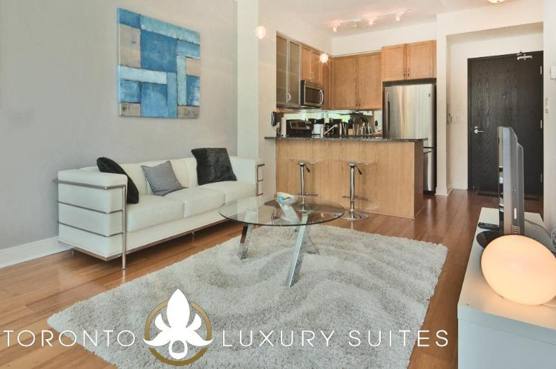 Blissed - Fully Furnished Luxury Executive Condo, vacation rental in Toronto