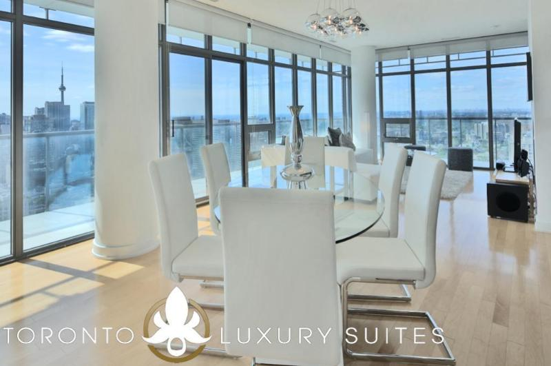 CasaBlanca - Luxury Condo Fully Furnished Stunning, holiday rental in Toronto