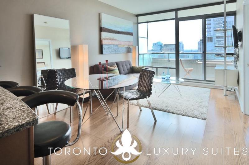 Quixotic - Luxury Exec Condo All Inclusive Toronto, vacation rental in Toronto