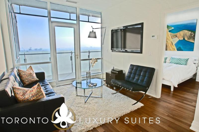 Smooth - Luxury Exec Condo All In Financial Dist, holiday rental in Toronto