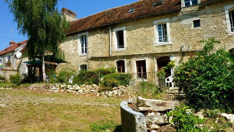 La Vieille Ferme Bed and Breakfast, holiday rental in Vendeuvre