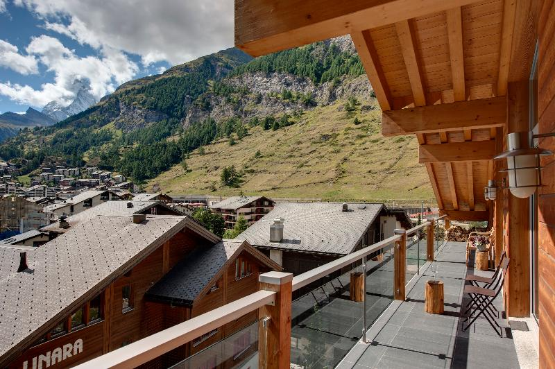Great Cervin, vue sur la montagne et Village