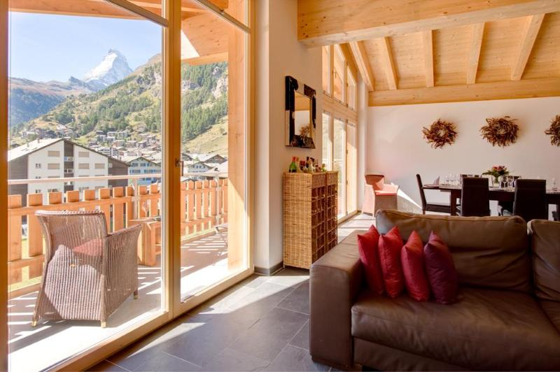 Living room with balcony and Matterhorn view