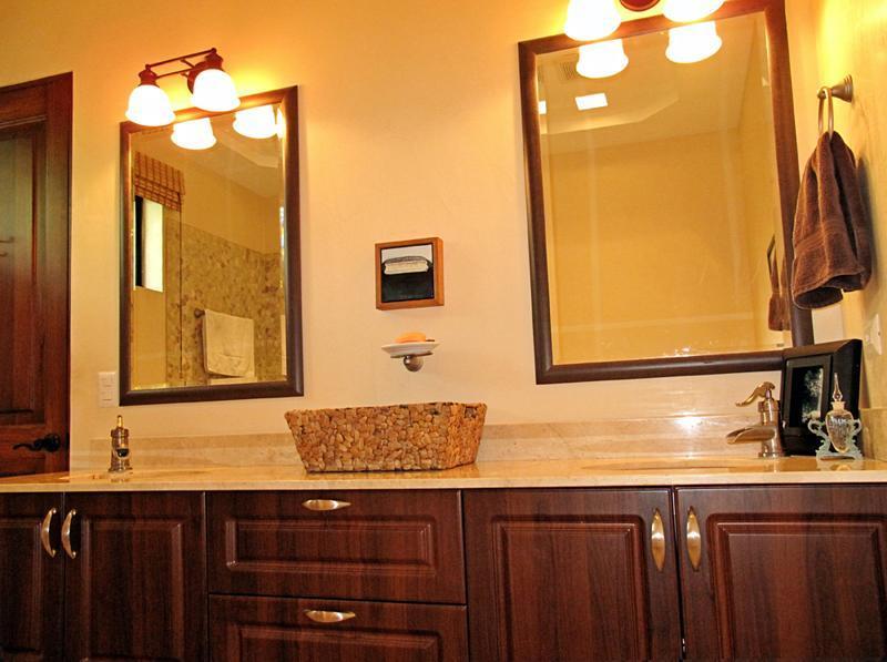 Su hunde en ambos cuartos de baño completos.
