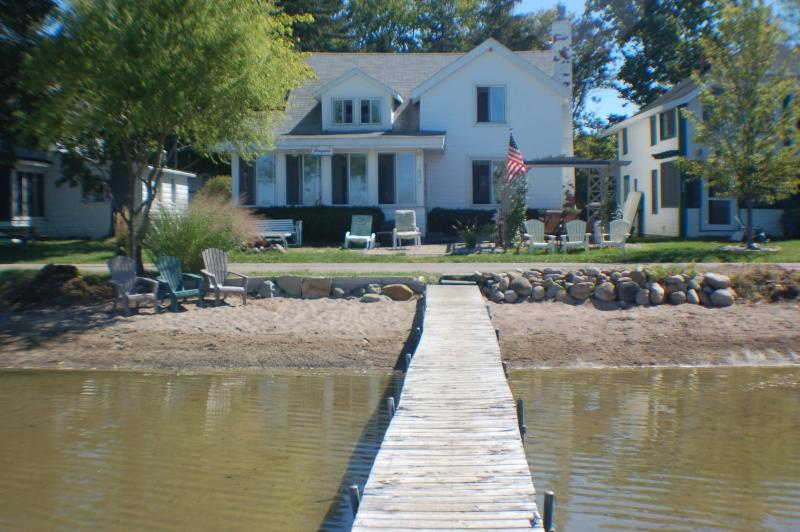 Quaint Cottage on Wamplers Lake (Eastern Shore), location de vacances à Adrian