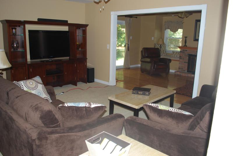 Family Room with 46 Inch Flat Screen TV, DVR, Blue Ray, HBO, Showtime & Cinemax!