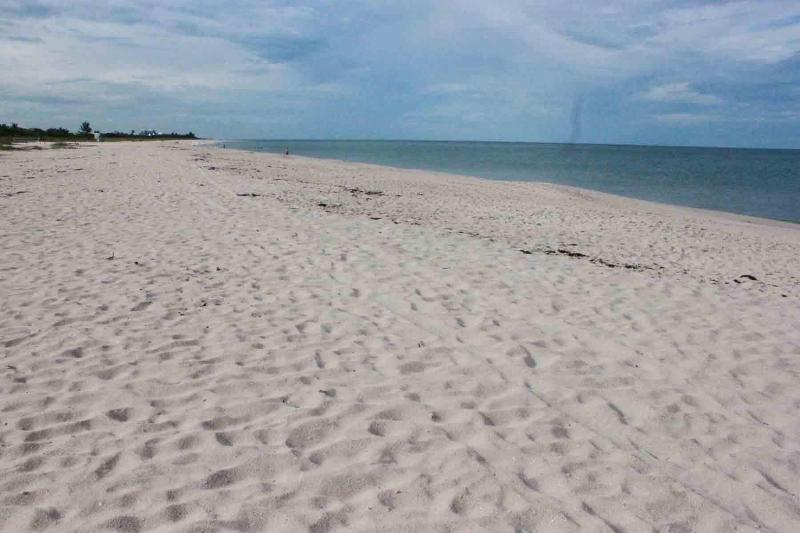 Steps from the Beach, Your Vero Beach Retreat!, location de vacances à Vero Beach