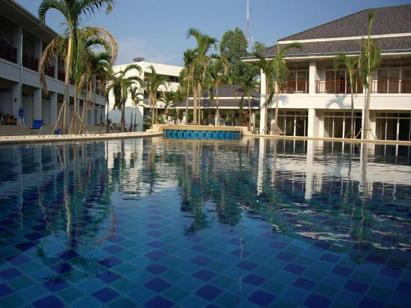 Relaxing Poolside Townhouse:Home Away From Home, casa vacanza a Hua Hin