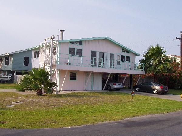 Front of the house - lots of parking for the whole family and a boat trailer, too!
