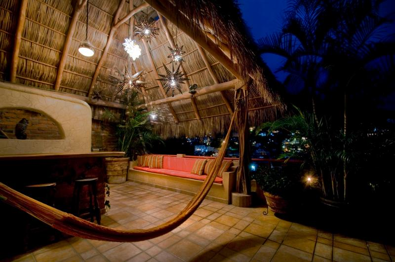 Rooftop Palapa, great starlight viewing, city lights, and fireworks.  Wetbar, chaise lounge chairs