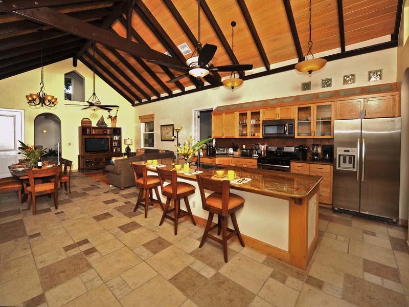 Gourmetkök, inomhus matsal och bekväma sittplatser
