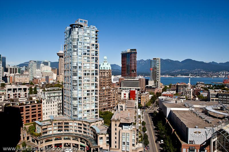 Spanish beauty in Vancouver, BC! Now Booking for Summer! Free Parking and WiFi!, vakantiewoning in Vancouver