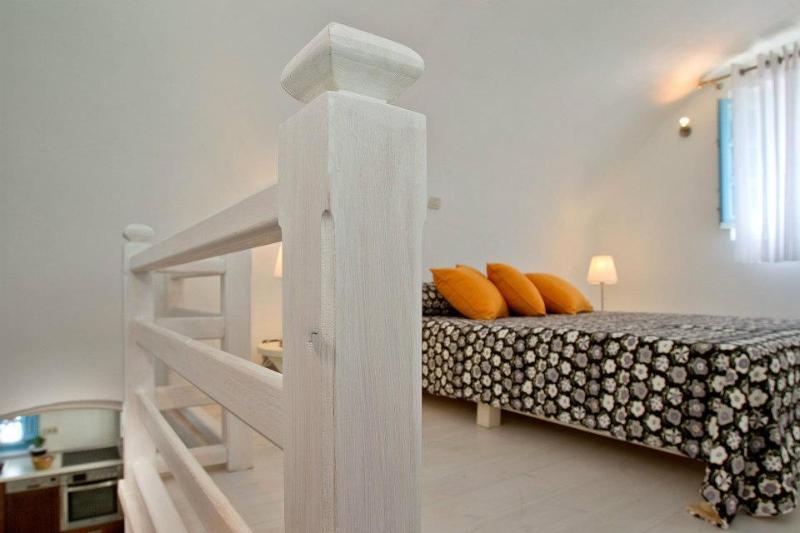 loft bedroom located above bedroom B