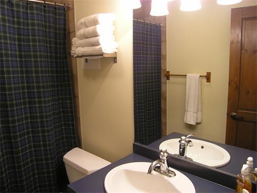 2e badkamer...uit de slaapkamer.