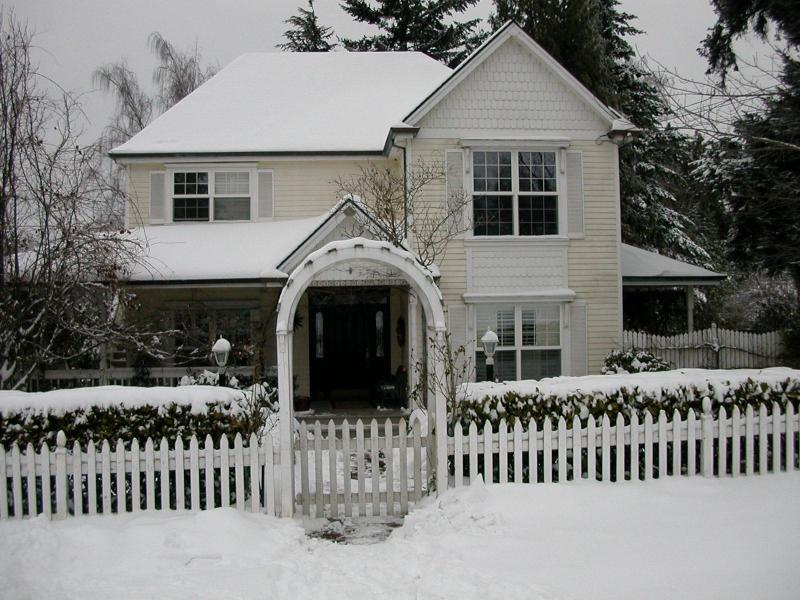 Lovely Victorian in Winter-studio in rear