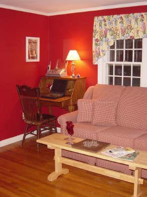 Werk hoek in woonkamer met DSL en fax