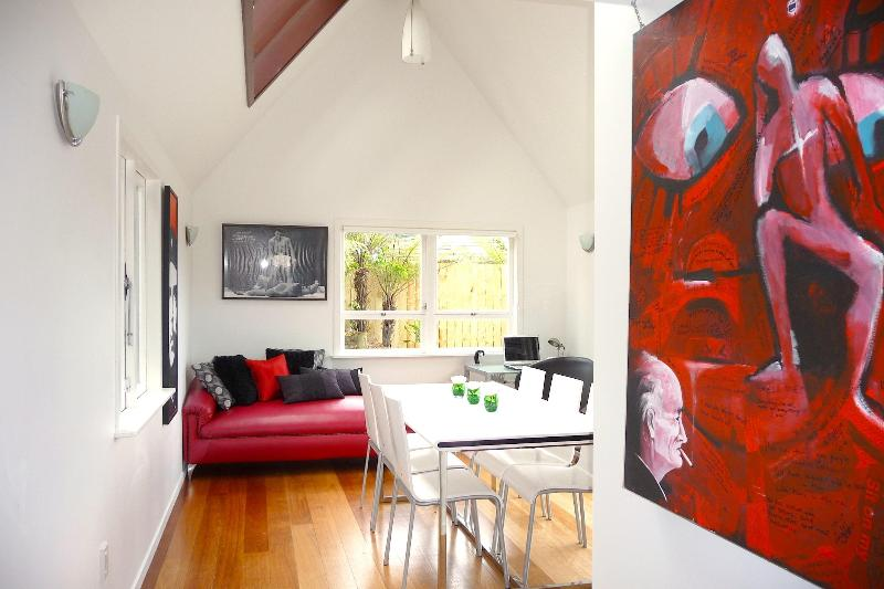 Grasshopper, Beauty and the Beach, Onetangi, holiday rental in Auckland