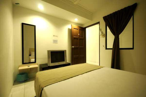 Standard Room with shared bathroom for 2 persons
