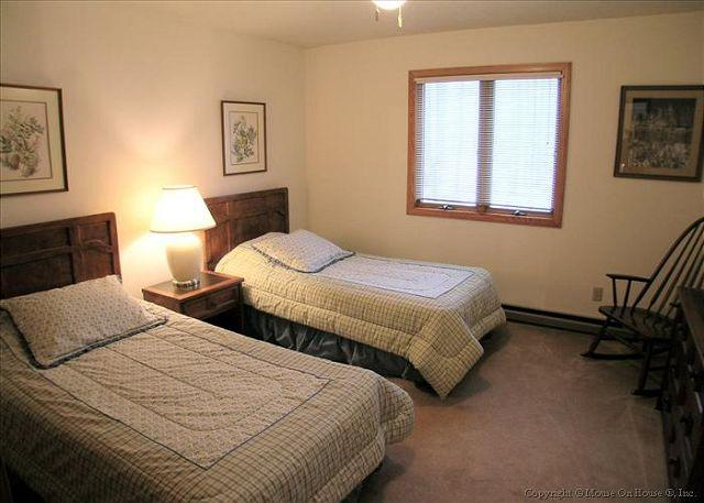 Upstairs twin bedroom.