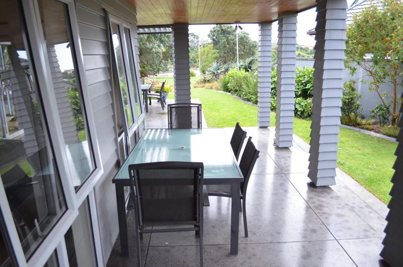 Riverside Retreat - Pakuranga, holiday rental in Auckland