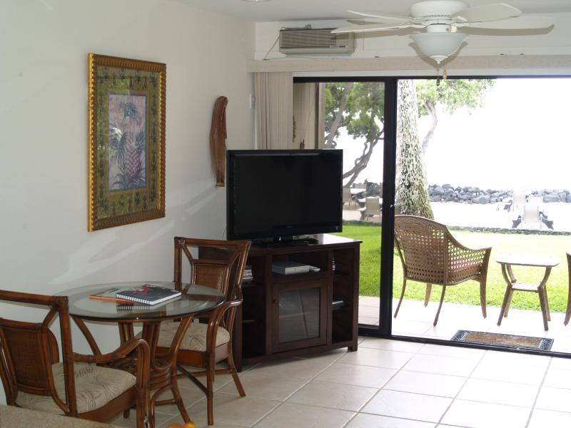 Nuevos muebles de la sala de estar frente al mar