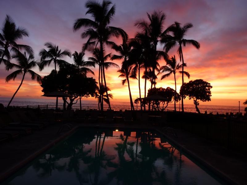 Hermosa puesta de sol en la isla de Kona