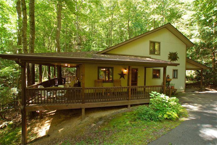 CREEK 'N WOODS I-CREEK - HOT TUB - DECKS-SECLUDED - 5 STAR REVIEWS !!!, vakantiewoning in Maggie Valley
