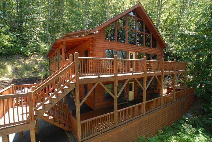 CREEK 'N WOODS IV- SPECTACULAR VIEWS-HOT TUB-DECKS-SECLUDED-GREAT REVIEWS !!!, vakantiewoning in Maggie Valley