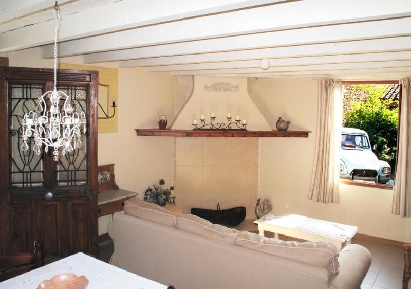 Charming restored cottage village nr. Carcassonne, location de vacances à Lasserre-de-Prouille