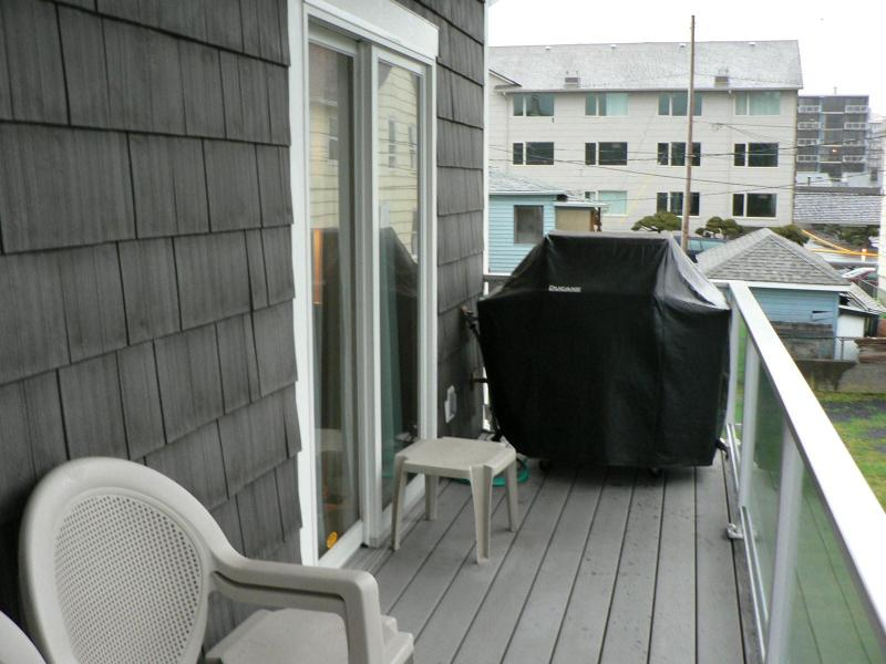 Rear deck with gass grill, sliding door from master