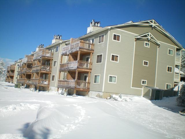 SUMMIT Just steps from lifts - Free Wifi - 2 Car parking -
